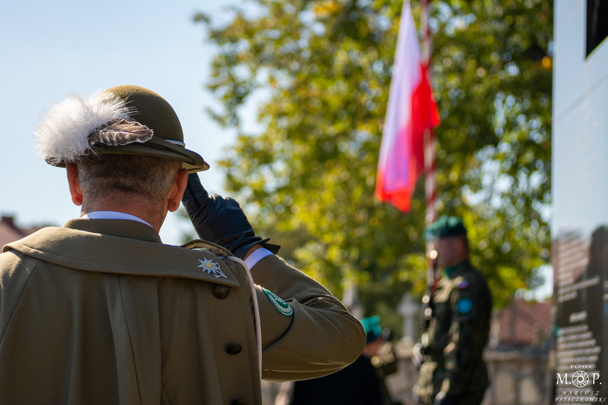 Read more about the article Rondo w Cieszanowie nosi już nazwę im. por. Piotra Mazurka